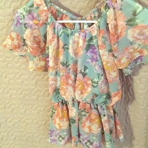 Small florally decorated Blouse